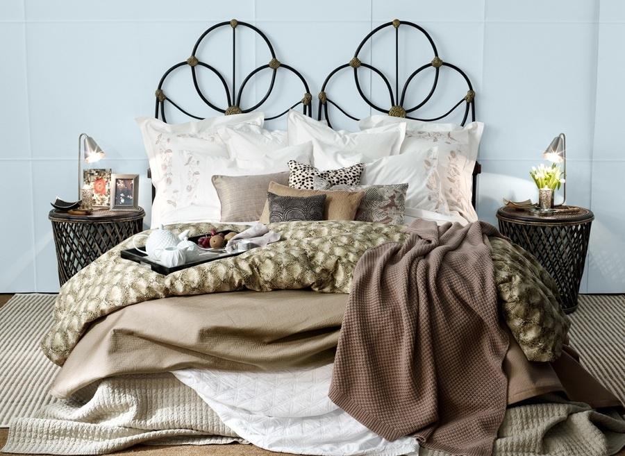 cama con cojines