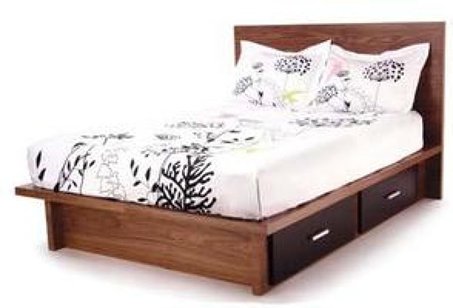 Foto cama de madera matrimonial de muebles finos granados for Cama king size de madera