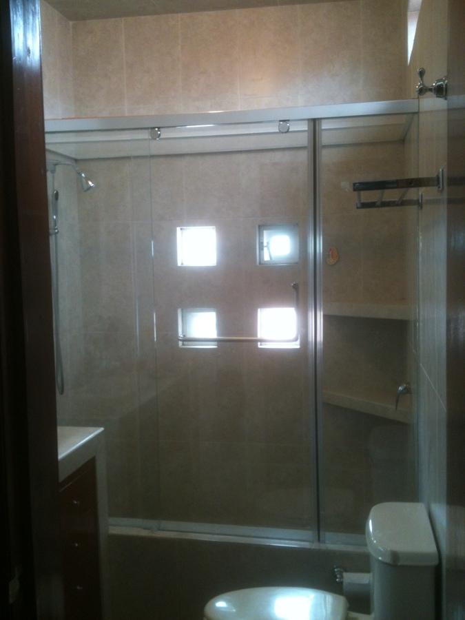 Foto cancel de ba o vidrio templado de soluciones vi temp for Banos modernos con guardas de vidrio