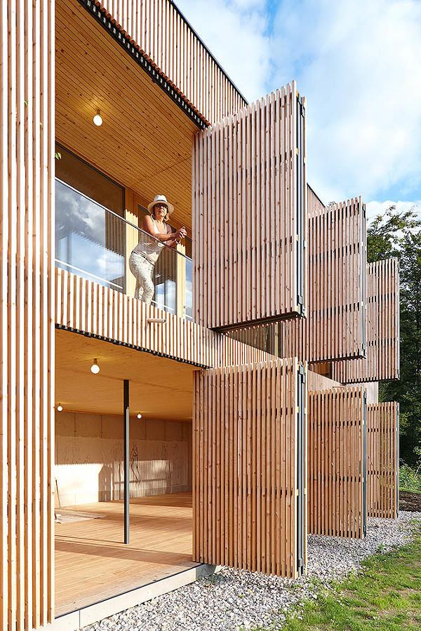 casa bambú con puertas