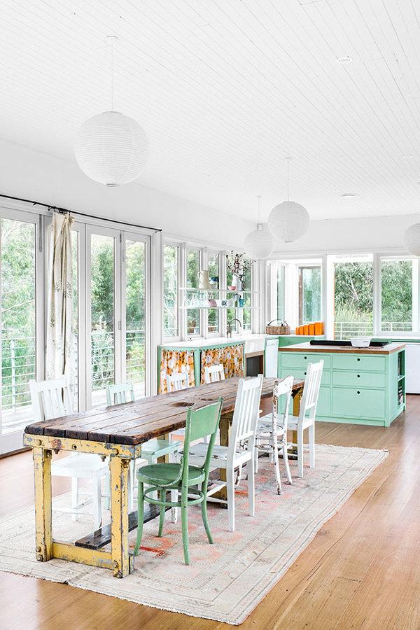casa con ventanas y decoración ecléctica