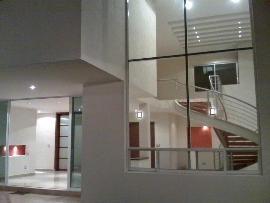 casa en gran jardin de m con escalera de caracol de estructura metlica