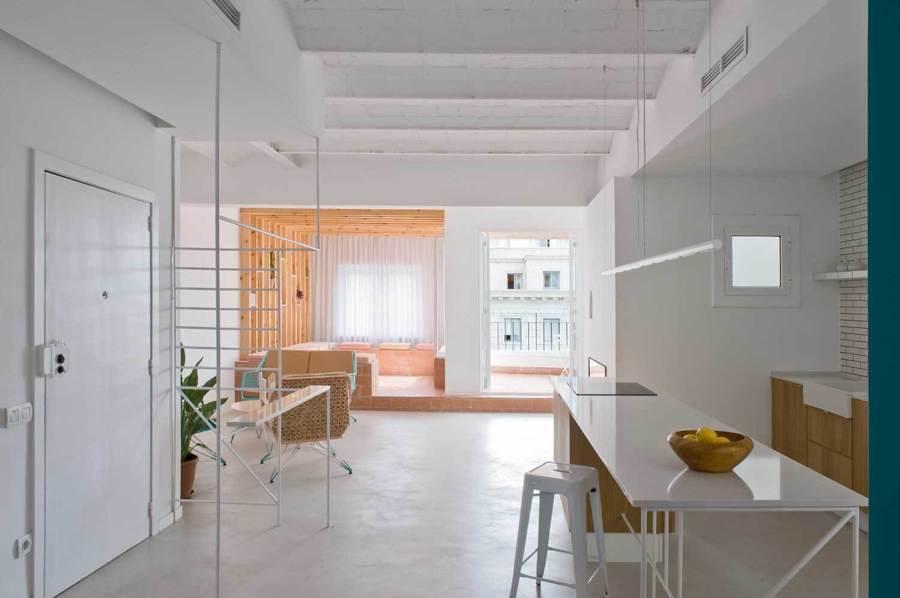 Departamento espacioso pintado de blanco