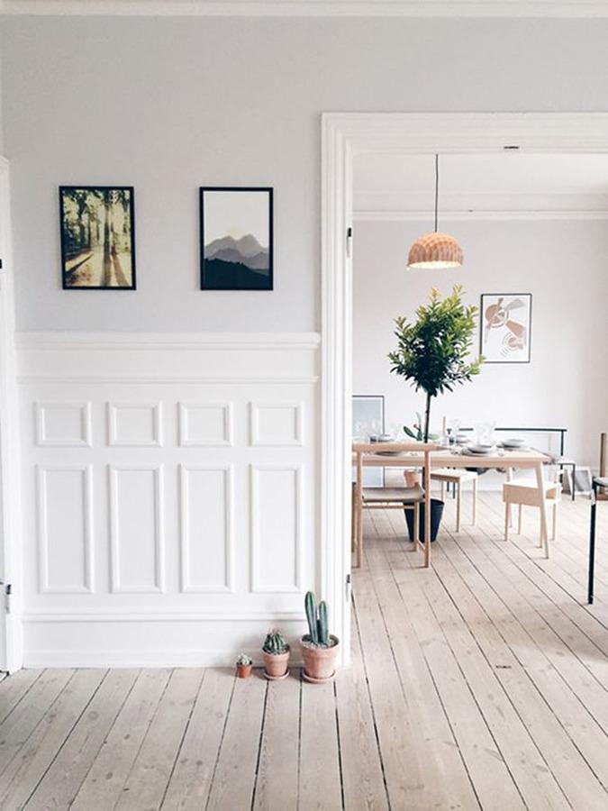 Casa sin puertas y piso de madera