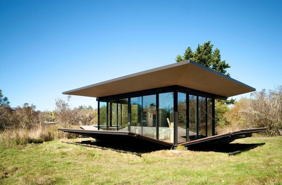 Casa prefabricada con cubiertas abatibles