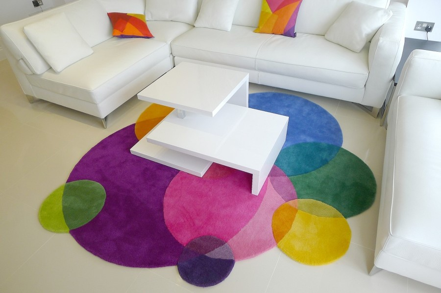 charming-living-room-design-with-stylish-white-sofa-and-colorful-round-carpets