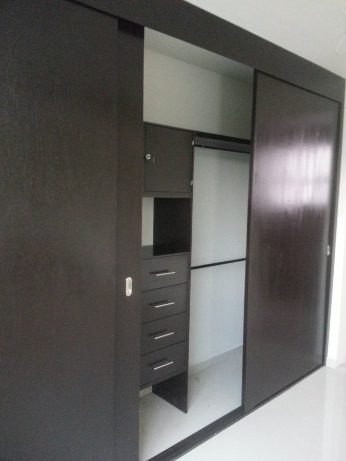 Closets y vestidores ideas carpinteros for Puertas para closet costa rica