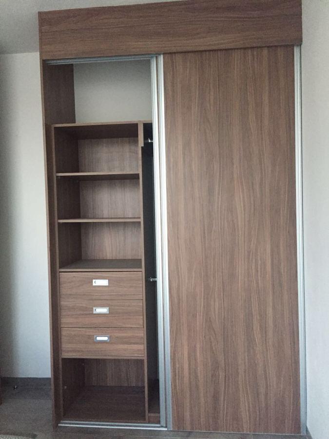 Foto closet en melamina de parota de carpinteria marca for Modelos de zapateros en melamina