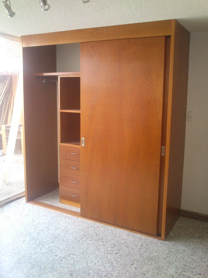 Closet madera ideas carpinteros for Closet medianos modernos