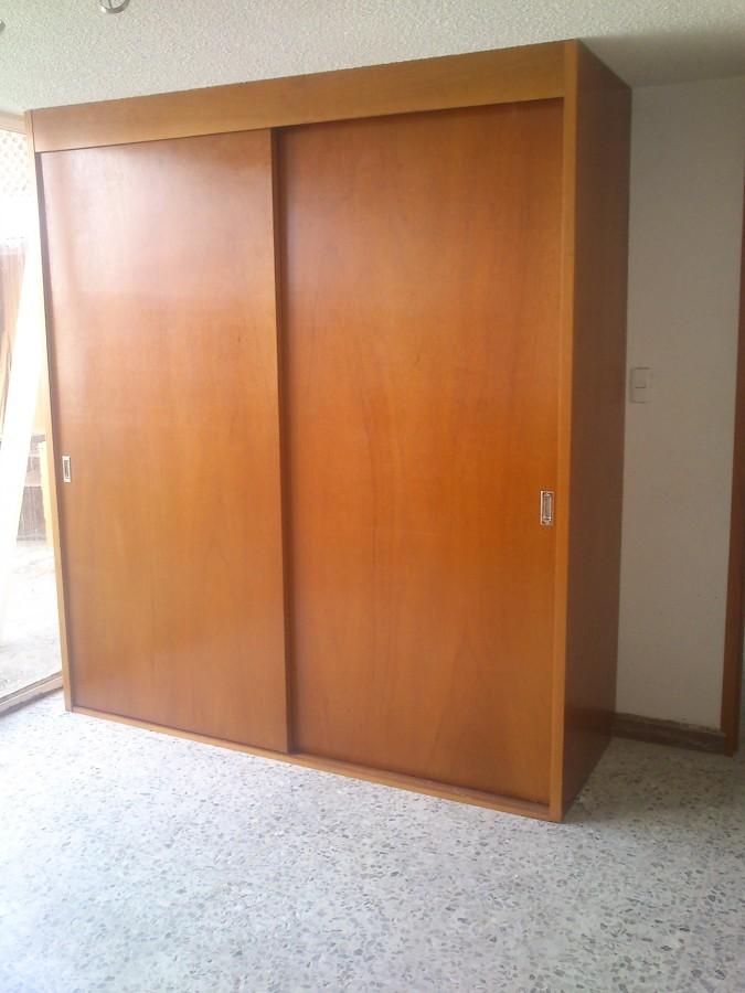 Closet madera ideas carpinteros for Como hacer un closet moderno