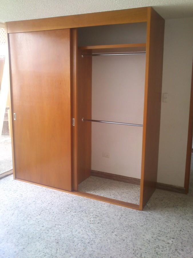 Closet madera ideas carpinteros for Medidas para closets de madera