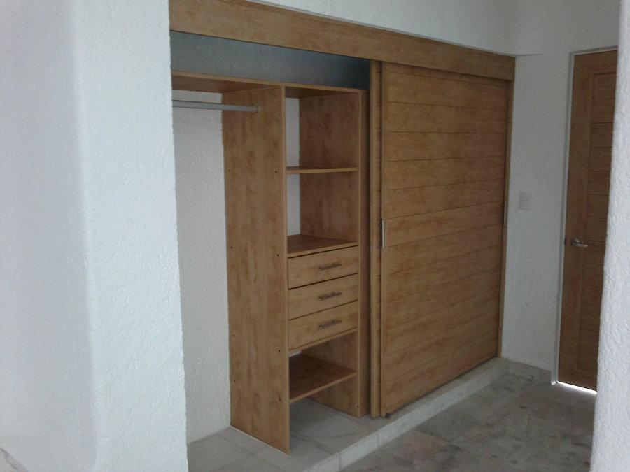 Closets y vestidores de pvc ideas canceler a pvc for Ideas para puertas de closet