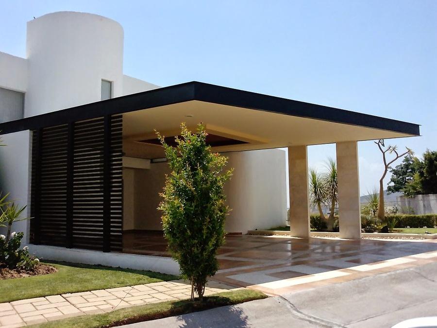 Foto cochera de losa de concreto y vigas met licas de for Cocheras minimalistas