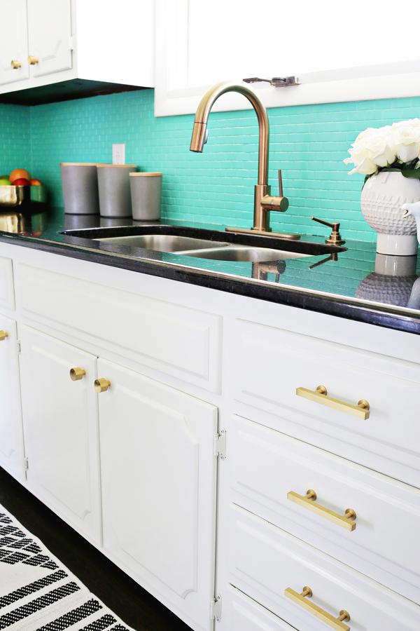 Foto cocina con azulejos pintados de verde aqua 289617 habitissimo - Cocinas con azulejos pintados ...