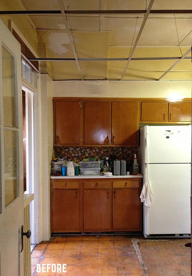 Cocina antigua y oscura antes de remodelación