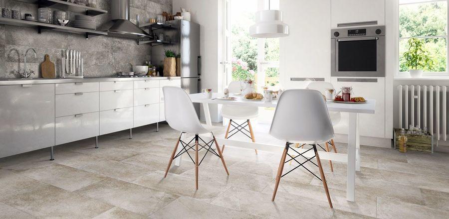 Cocina blanca y gris con gres porcelámico