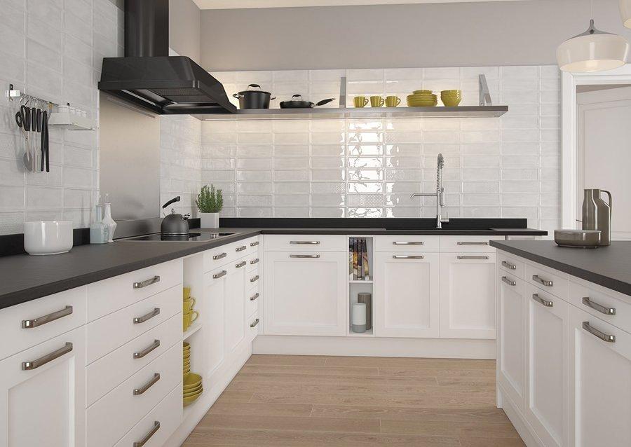 Cocina con azulejos brillo