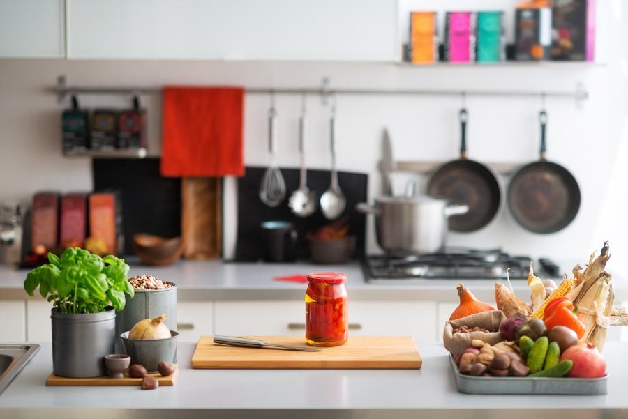 Cocina con frutas y verduras
