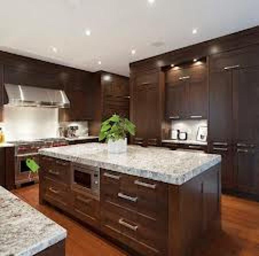 Foto cocina con isla acabados en m rmol de alder for Modelos de marmol para cocina