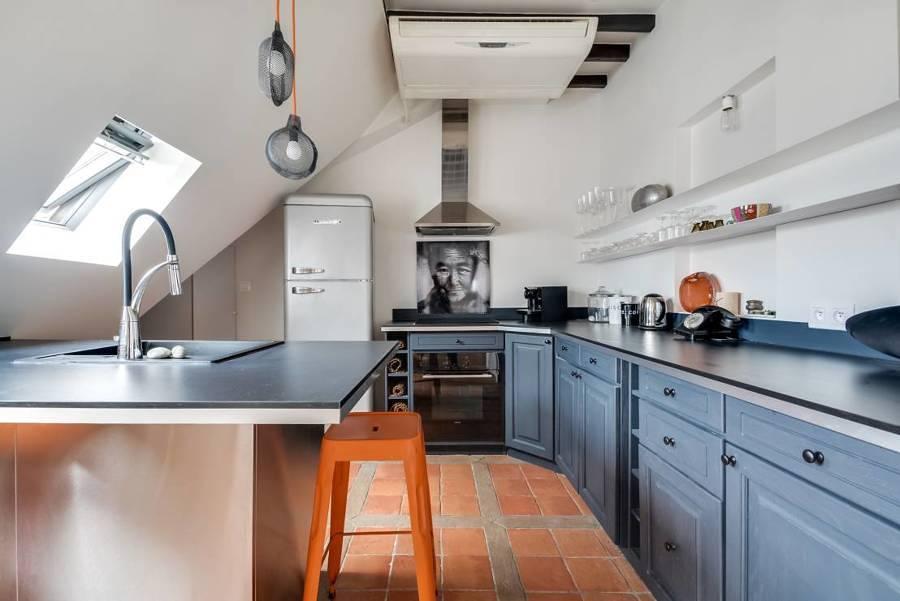 Cocina con muebles de madera lacados