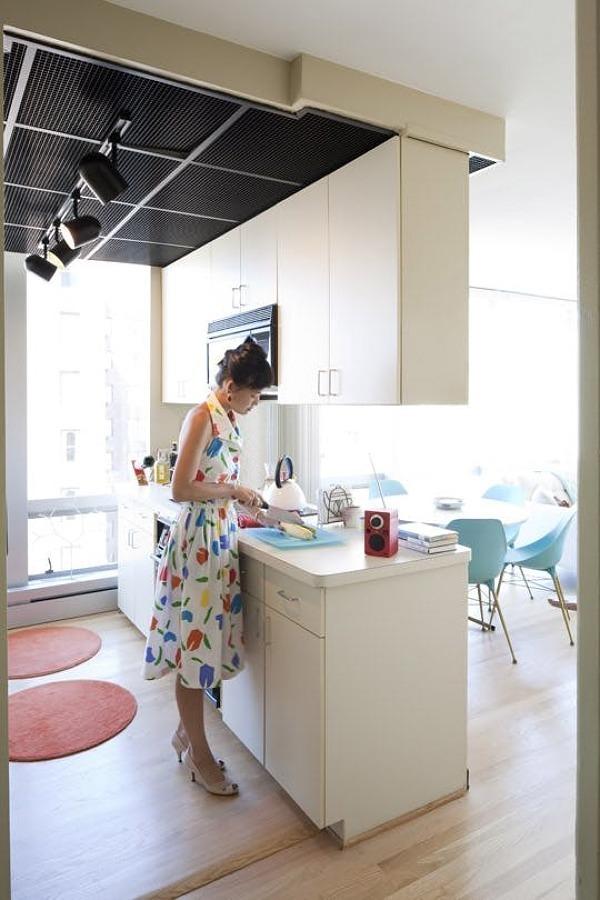 Cocina con muebles colgantes