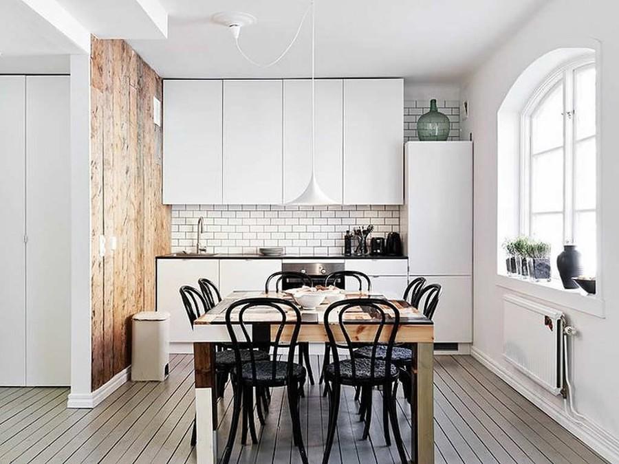 Cocina con pared con azulejo metro