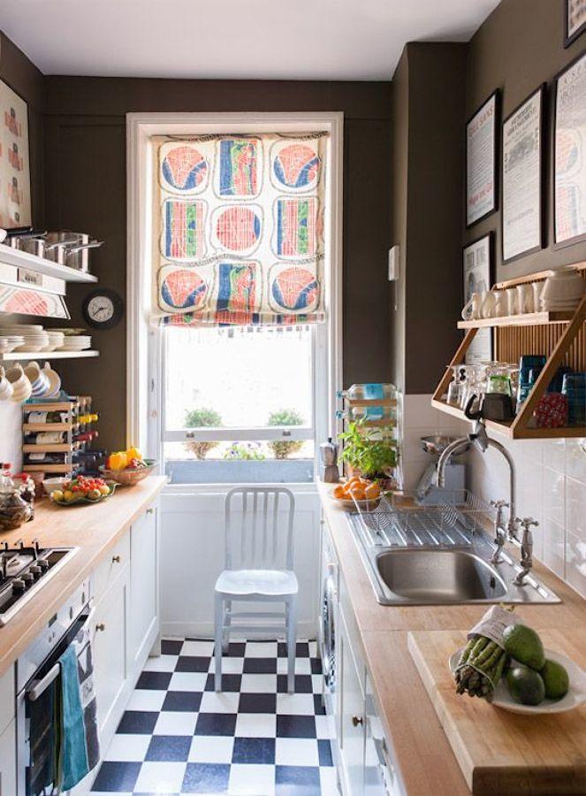 Cocina con paredes color chocolate