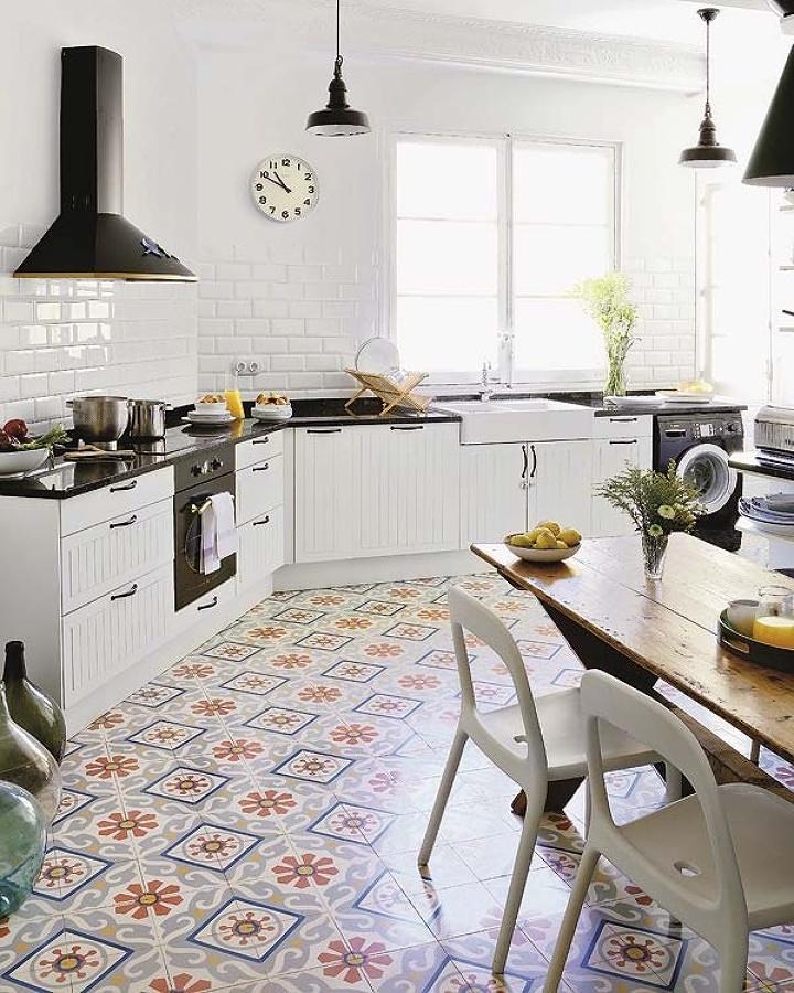 Cocina decorada en blanco y negro