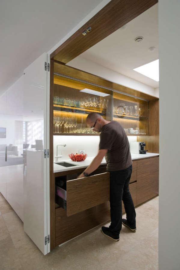 Cocina oculta en mobiliario