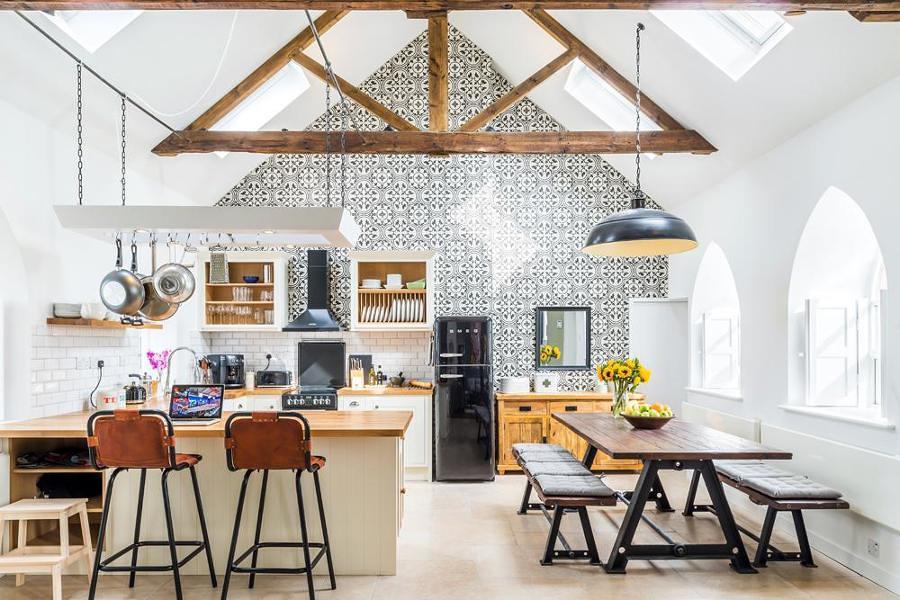 Cocina amplia en casa rural antigua