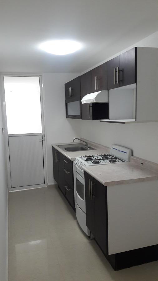 Foto cocina integal de departamento de jisar arquitectos for Cocina departamento
