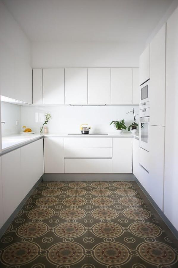 Cocina blanca estilo minimalista