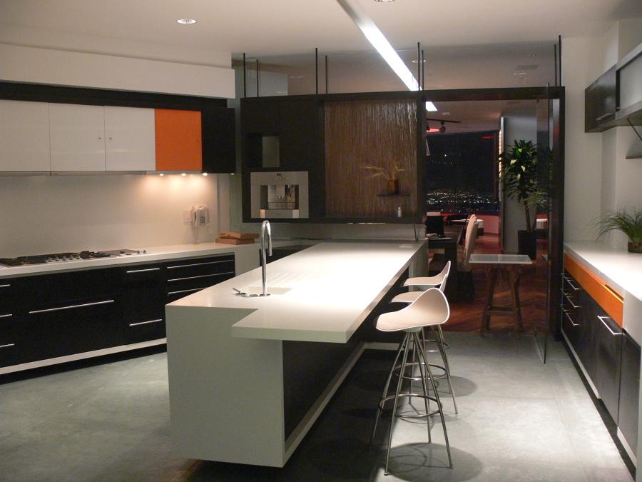 Cocina minimalista con cubierta de Corian