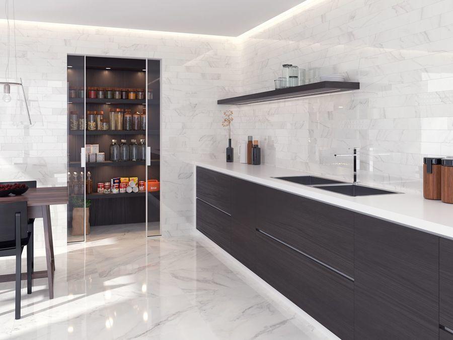 Cocina moderna con alacena grande y muebles sin jaladeras