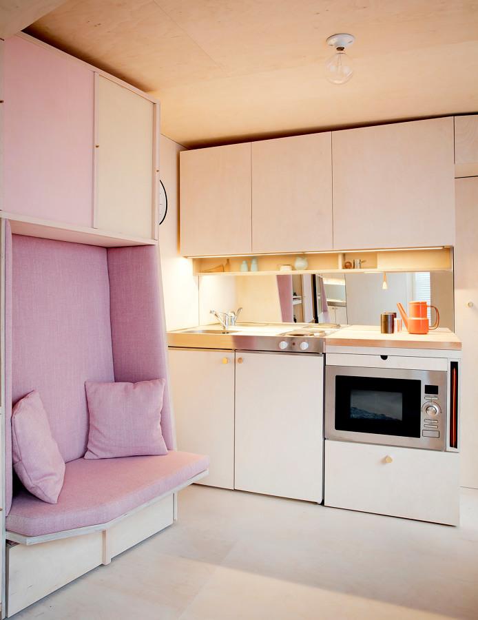 Cocina pequeña con muebles de madera