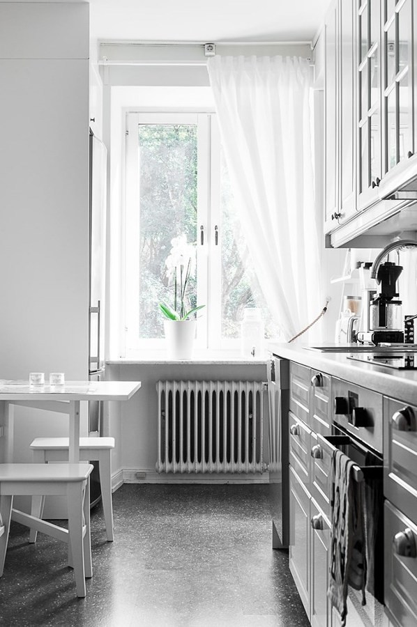 Cocina pequeña con piso vinílico
