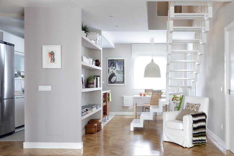 Foto cocina y sala separadas con muro hecho a la medida for Muebles de cocina americana modernos