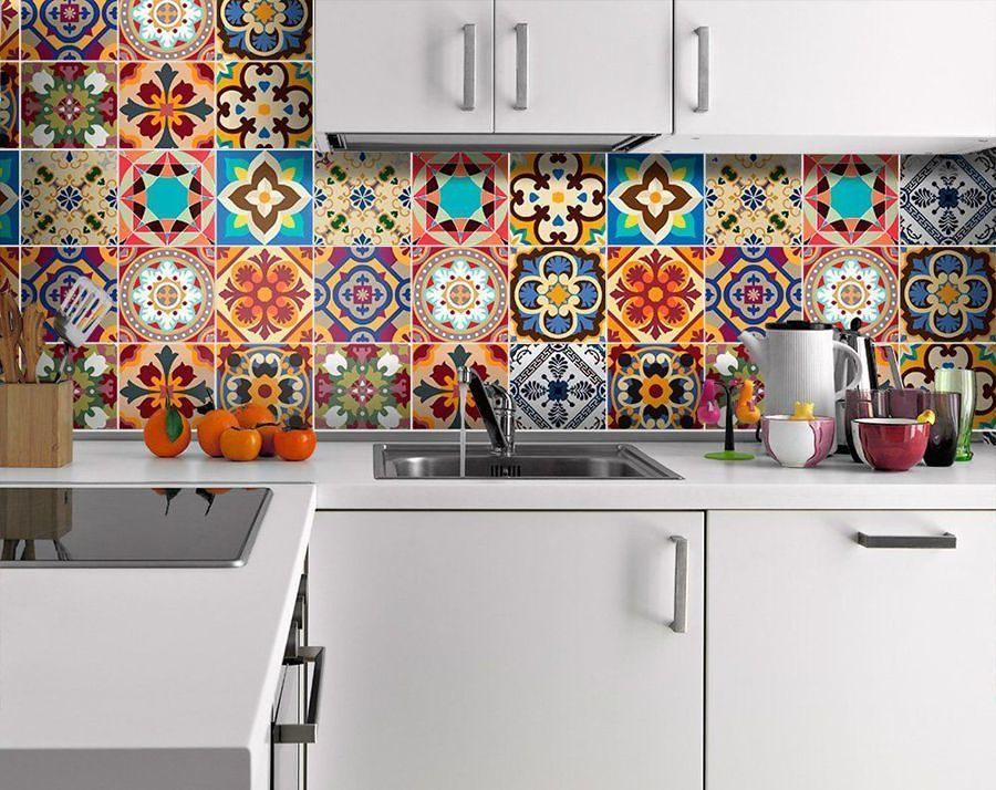 Cocina decorada con viniles de colores
