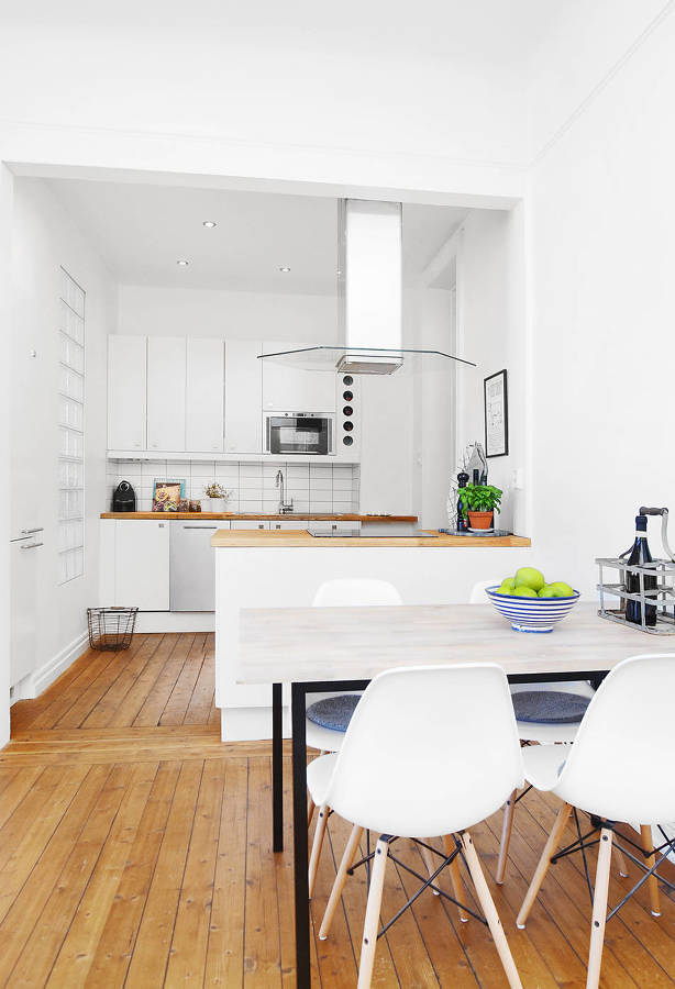 Foto cocina y comedor estilo n rdico con piso de madera - Piso pequeno estilo nordico ...