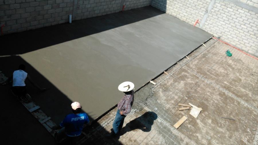 Colado de piso de concreto