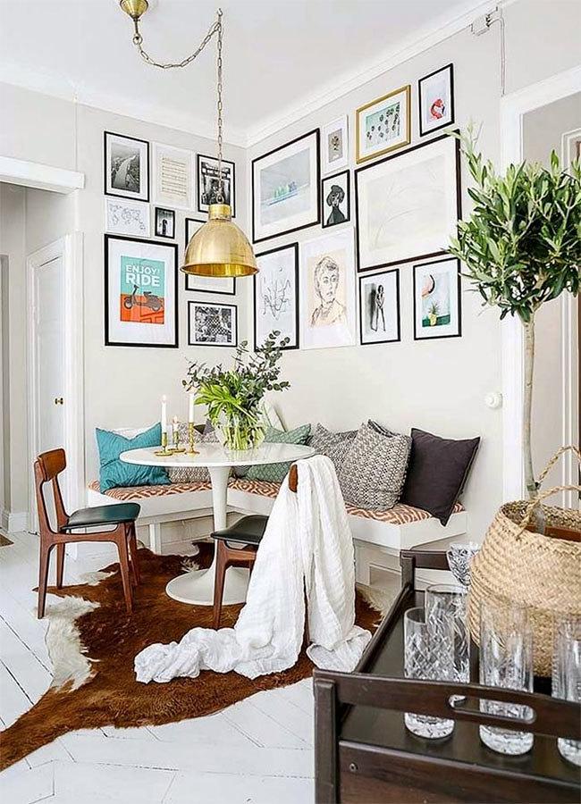 Espacio decorado con cuadros