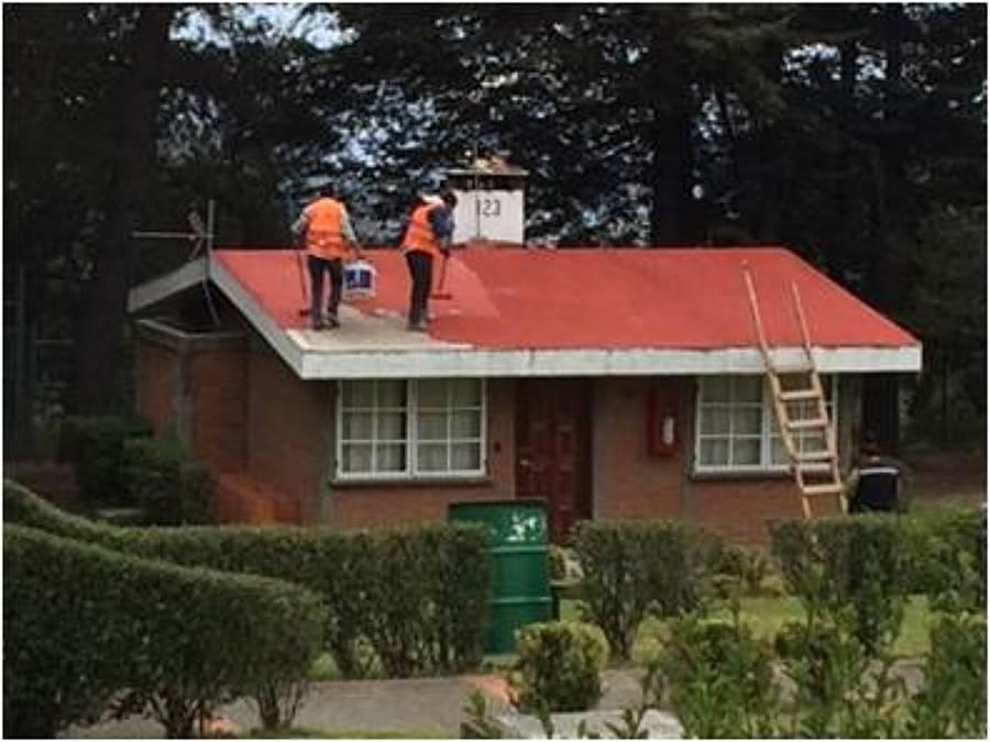 colocacion de impermeabilizante a techos de cabañas