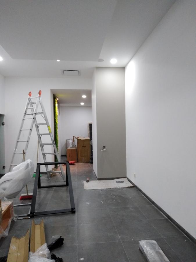 Colocación de luminarias en Oficina.