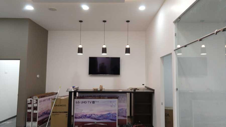 Colocación de luminarias en sala de Juntas.