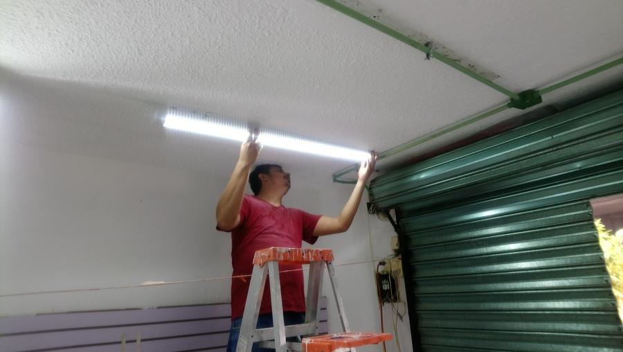 Colocación de luminarias led de 12 w