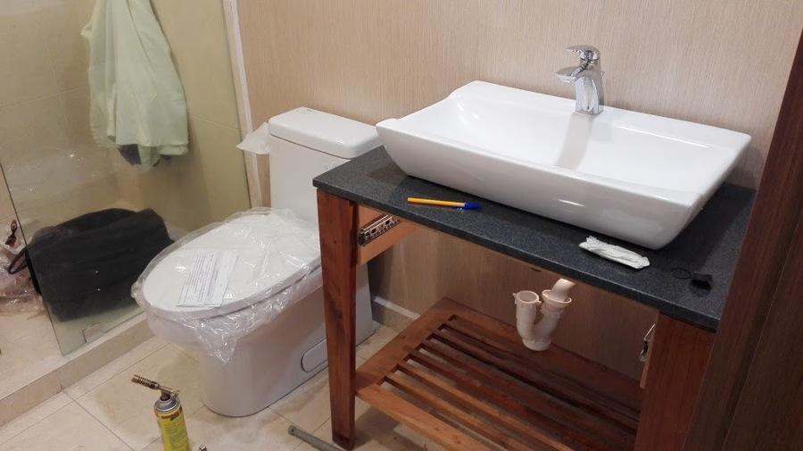 Foto: Colocación de Muebles Sanitarios de Castillo Constructores ...