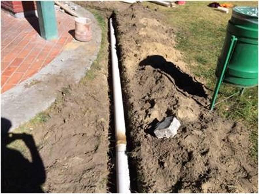 colocacion de obra de drenaje en area de asadores