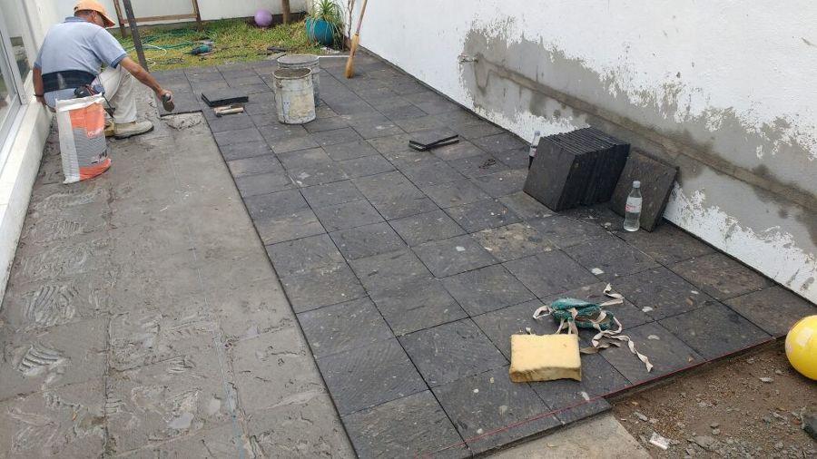 Colocación de piedra natural para el piso / Cantera negra