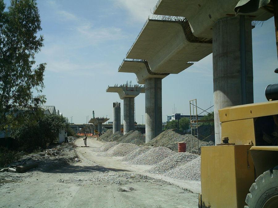 Columnas y trabes para la construcción del puente Vallejo