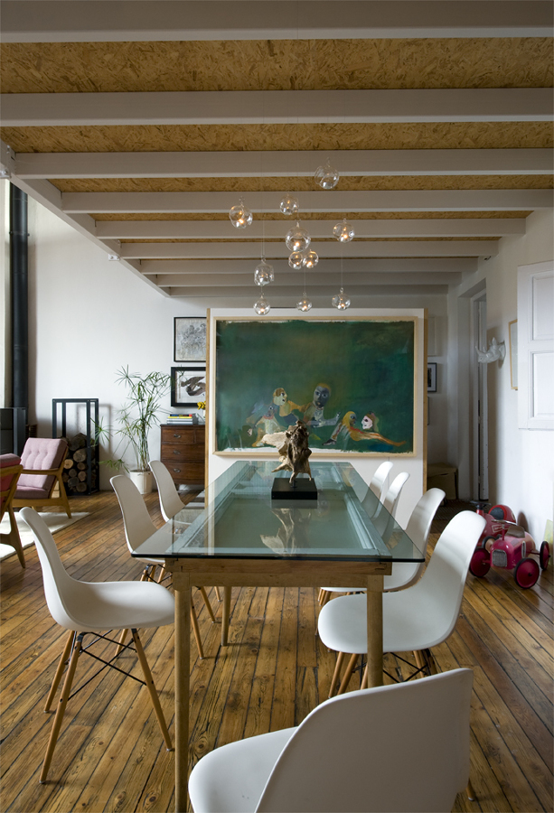 Comedor con piso de madera